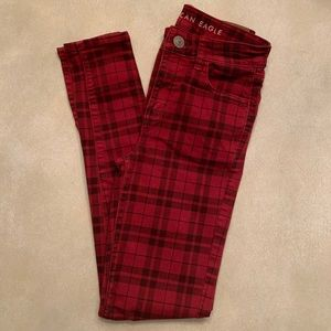 american eagle // red plaid skinny jeans